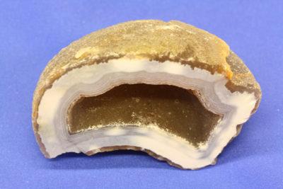 Agat geode A fra Brasil naturlig farge 180g 4.5×7.5cm
