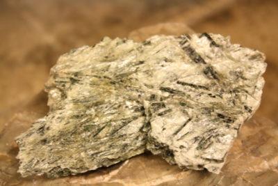 Aktinolitt krystaller i talc fra Altermark i Rana 280g 7x10cm