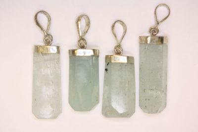 Aquamarin krystall anheng med sølvtopp ca 3cm