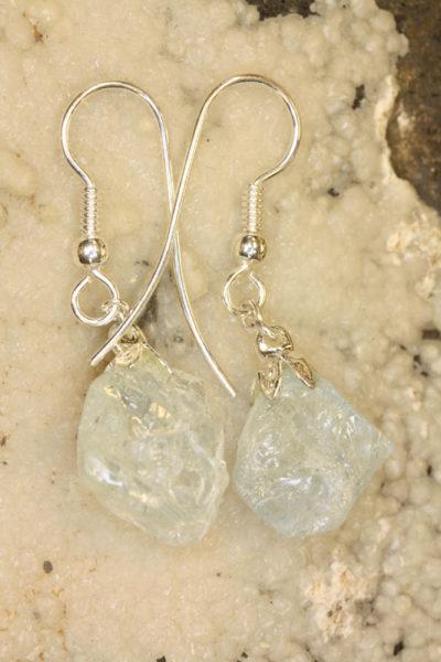 Aquamarin B øreheng med sølvkrok og 2 krystaller NB Kun et sett
