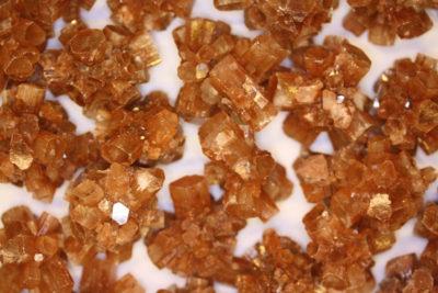 Aragonitt brun gruppe  ca 4cm