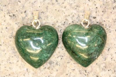 Aventurin grønn hjerteanheng 26mm x 13mm tykt