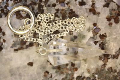 Bergkrystall pendel med kjede og ring ca 4cm