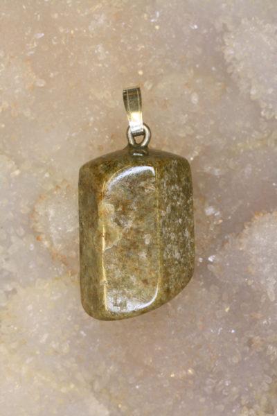 Beryll brun krystallanheng 10g 14x23mm