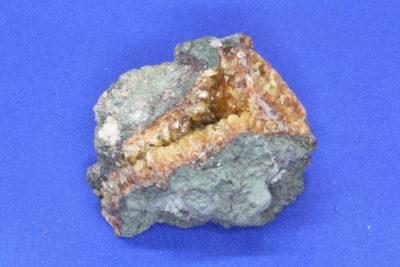 Desmin A krystaller i moderstein 70g 5x6cm fra Malmberget i Sverige