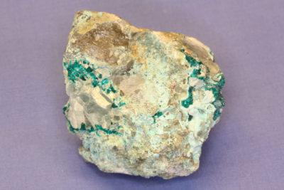 Dioptas krystaller på moderstein fra Omaue Mine Namibia 160g 5x5cm
