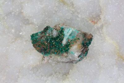 Dioptas C krystaller på moderstein 25g 20x30mm Kaokoveld Kunene Namibia