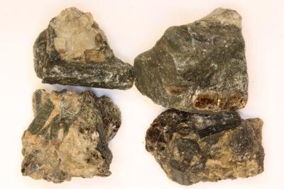 Enstatitt krystall i moderstein 3 til 4cm fra Ødegaarden Verk