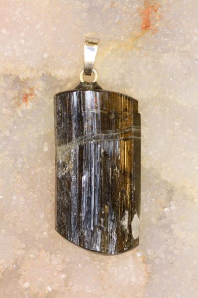 Epidot krystallanheng 12g 39mm langt med sølvstift