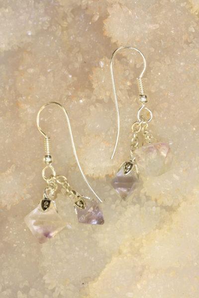 Fluoritt octaeder øreheng med sølvkrok og 4 krystaller