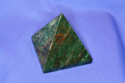 Fuchsitt pyramide 240g 61x61mm