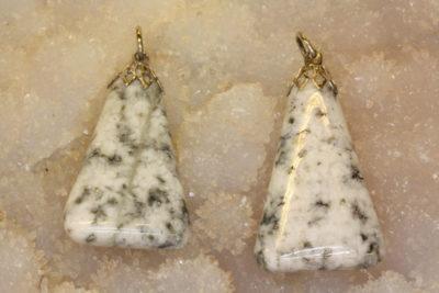 Granitt hvit  tulipananheng med sølvfarget topp ca 3cm