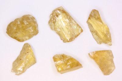 Heliodor Iveland krystallbit ca 3ct ca 15mm i mikroeske