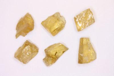 Heliodor Iveland krystallbit ca 2ct ca 10mm i mikroeske