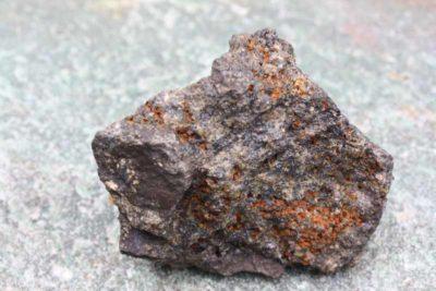Helvin krystaller i moderstein fra Hørtekollen i Lier