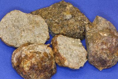 Hypersten råsteinsbit ca 4cm fra Østfold