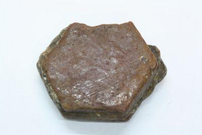 Corund krystall 22g 27x30x10mm tykk fra Sagstuen på Årnes i Norge