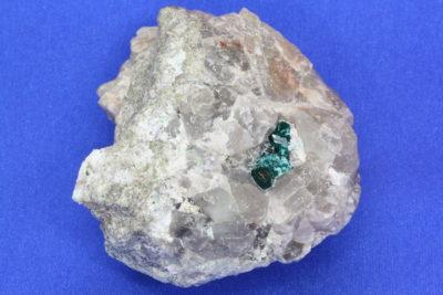 Dioptas B krystaller på moderstein fra Omaue Mine Namibia 150g 5x6cm