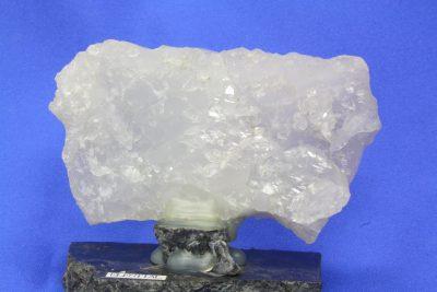 Krystall Elestial 180g 5x9cm fra Sørskogen i Bardu Norge, montert på steinplate.