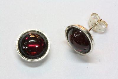 Granat rød sølv ørestikker med ø 8mm stein
