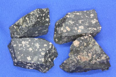 Porfyr sort råsteinsbit 3 til 5cm fra Bærum