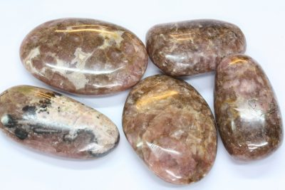 Rhodocrositt polert ca 4cm fra Raura Mine i Peru