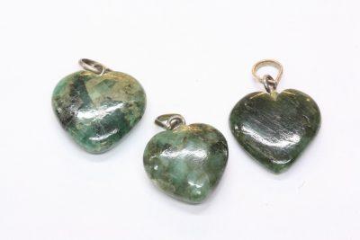 Smaragd hjerteanheng 15 til 17mm