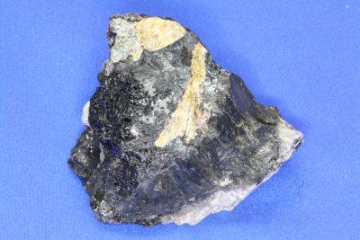 Wøhleritt B i moderstein fra Saga i Tvedalen 190g 6x7cm