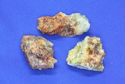Zincitt råsteinsbit ca 4cm  Syntetisk Polen