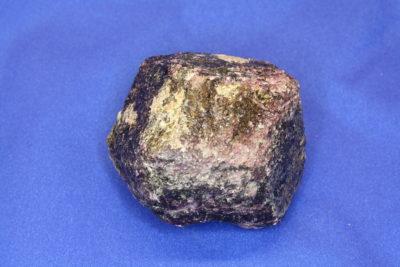 Granat Rhodolitt krystall 0.29kg 5.5cm