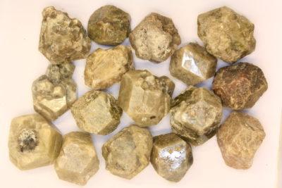 Granat Grossular  krystall ca 2cm