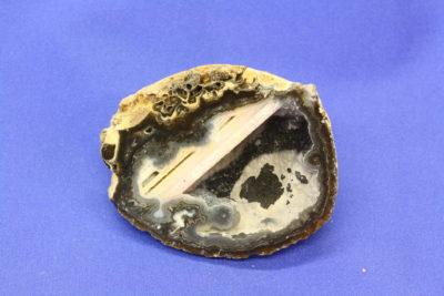Agat geode E fra Brasil naturlig farge 95g 5×6.5cm