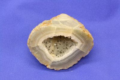 Agat geode H fra Brasil naturlig farge 140g 4.5×6.5cm