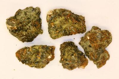 Epidot gruppe fra Glomsrud på Åmot i Modum ca 3cm