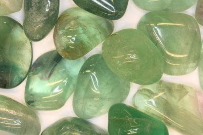 Fluoritt grønn polert 3 til 4cm