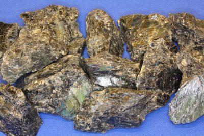 Spektrolitt sort råsteinsbit 3 til 4cm