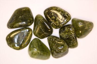 Idocras mørk grønn polert ca 2cm