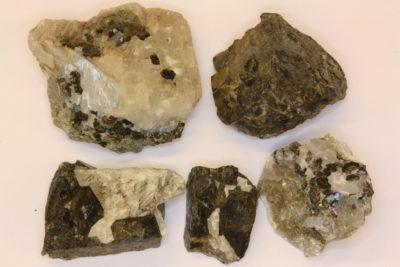 Granat Andraditt krystaller på moderstein 3 til 4cm