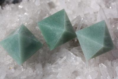 Aventurin grønn pyramide  40x40mm