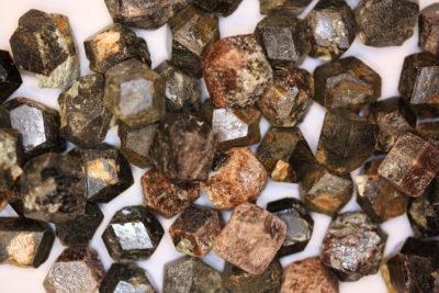 Granat Almandin krystall ca 1cm