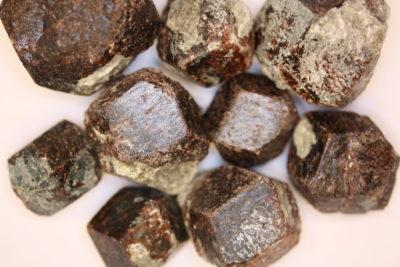 Granat Almandin krystall 2 til 3cm