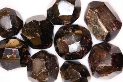 Granat Almandin polert krystall ca 3cm