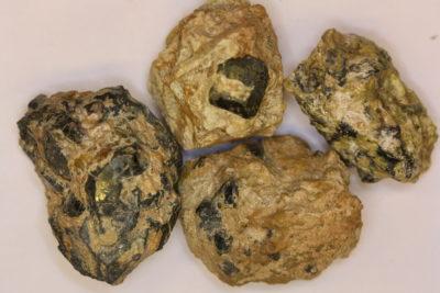 Hematitt  krystall i moderstein  4 til 5cm fra Dypingdal i Snarum