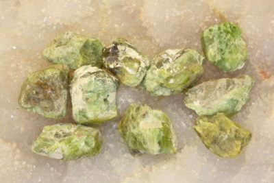 Idocras gul krystall i mikro eske 1.5 til 2cm