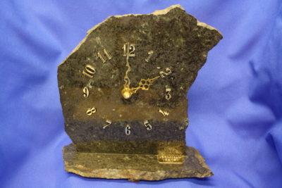 Ilmenitt jernmalm fotklokke  fra Vestby 1.4kg 19cm høy