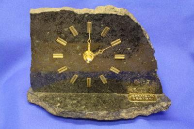 Ilmenitt jernmalm fotklokke  fra Vestby 0.75kg 11cm høy