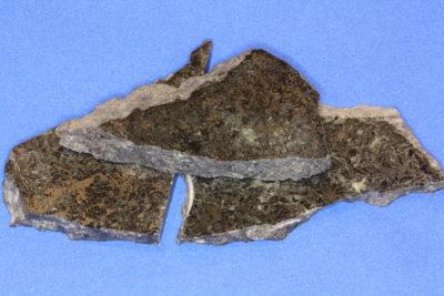 Ilmenitt jernmalm platebit fra Vestby 6 til 8cm