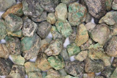 Smaragd krystall fra Colombia  ca 10mm i mikroeske