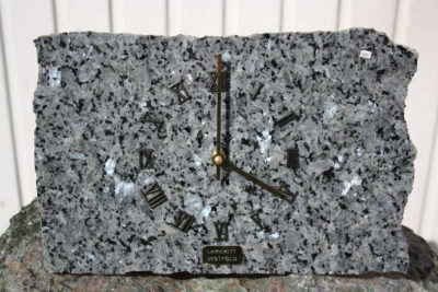 Blue pearl veggklokke 20x30cm