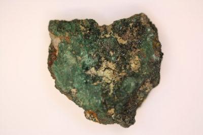 Atacamitt krystaller på moderstein 83g  4x5cm  fra Copiapo Atacama i Chile